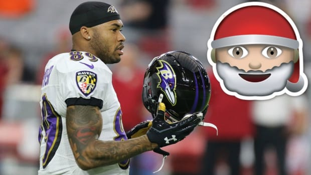 baltimore-ravens-steve-smith-santa-claus.jpg