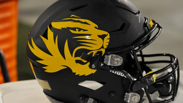 Mizzou players go on strike to remove president -- IMAGE