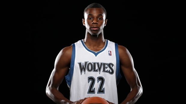Timberwolves' Andrew Wiggins dunks over J.J. Barea in FIBA game--IMAGE