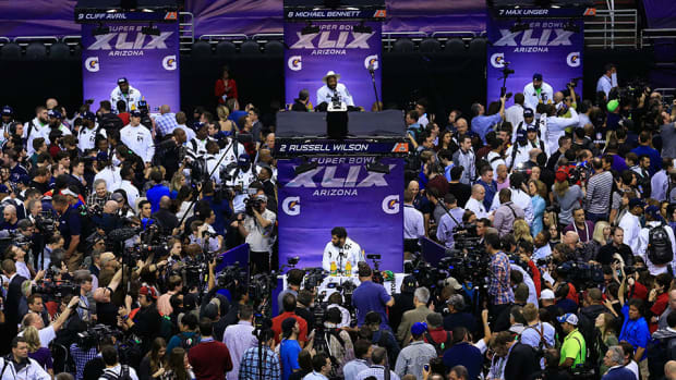 super-bowl-media-day-discussions-night.jpg