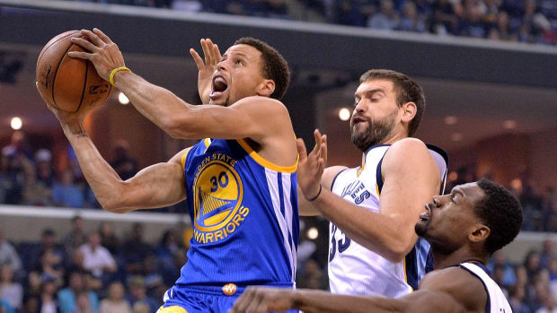warriors-stephen-curry-ap-award.jpg