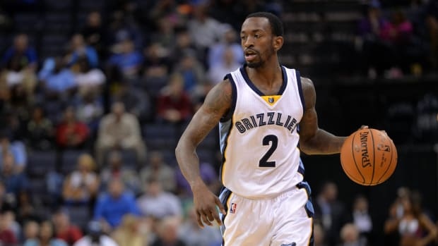 memphis-grizzlies-roster-moves-russ-smith-ryan-hollins.jpg