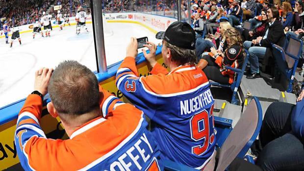 Oilers-fans-Andy-Devlin.jpg