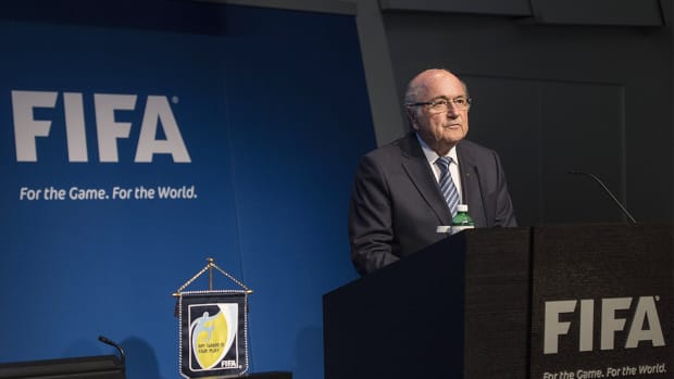 Report: Sepp Blatter reconsidering resignation as FIFA president
