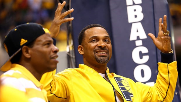 Comedian Mike Epps recruits athletes to Indianapolis: 'We got White Castle'-image