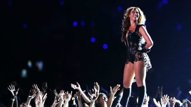 Beyonce-taylor-swift-super-bowl-50-halftime.jpg