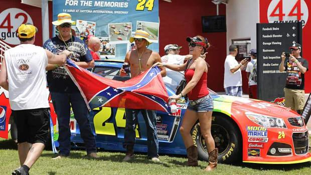 NASCAR-fans-AP-Photo-Renna.jpg
