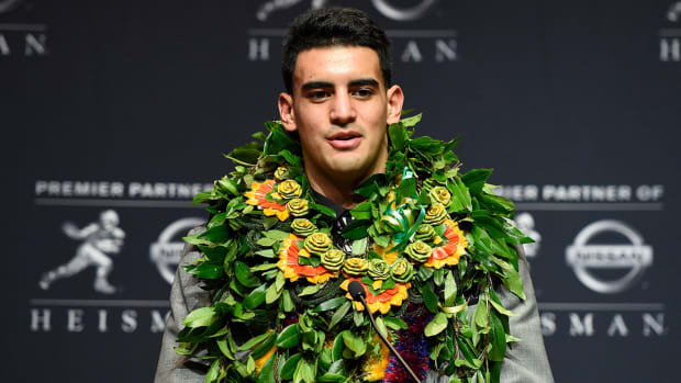 Report: Marcus Mariota plans to stay in Hawaii for NFL draft IMAGE