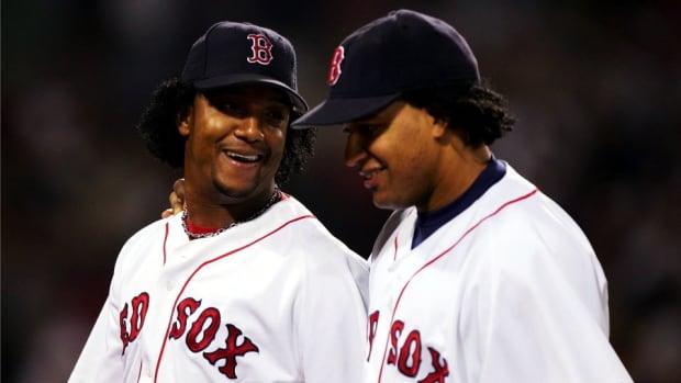 boston-red-sox-manny-ramirez-pedro-martinez-viagra-drink.jpg