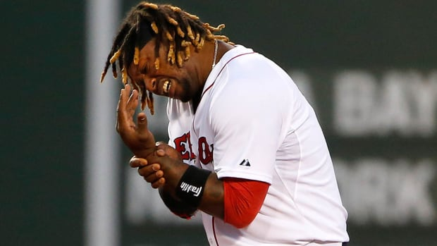 Dustin Pedroia, Hanley Ramirez leave Red Sox game with injuries IMAGE