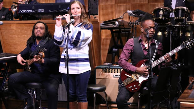 'Villanova piccolo girl' plays with the Roots on 'Tonight Show with Jimmy Fallon'