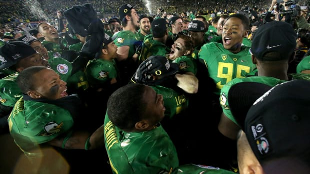 Oregon players chant 'No means no' after Rose Bowl win over FSU IMAGE