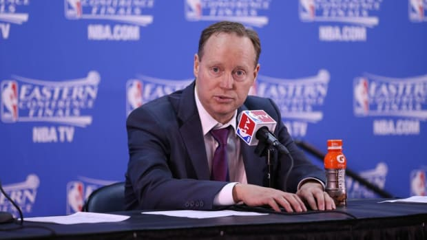 Report: Hawks plan to promote coach Mike Budenholzer to president