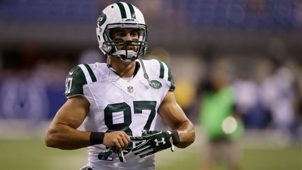 Jets WR Eric Decker day-to-day with knee sprain IMAGE