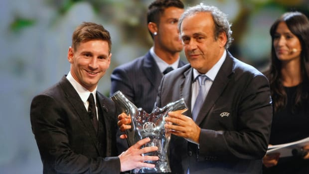 lionel-messi-uefa-best-player-in-europe-award-cristiano-ronaldo.jpg
