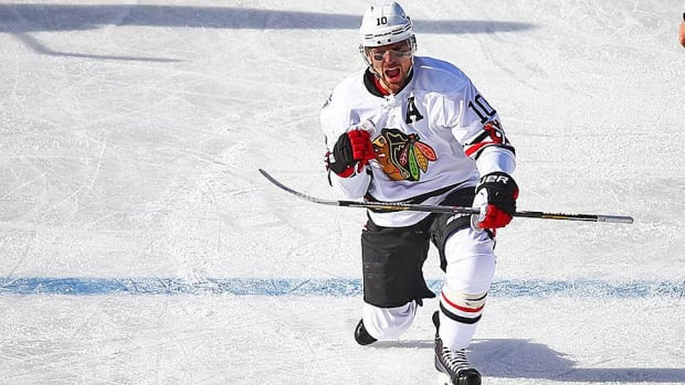 patrick-sharp-blackhawks-winter-classic.jpg
