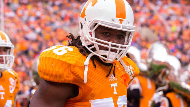tennessee-curt-maggitt-out-hip-injury.jpg