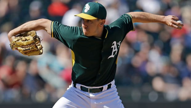 oakland-athletics-pat-venditte-call-up-switch-pitcher.jpg