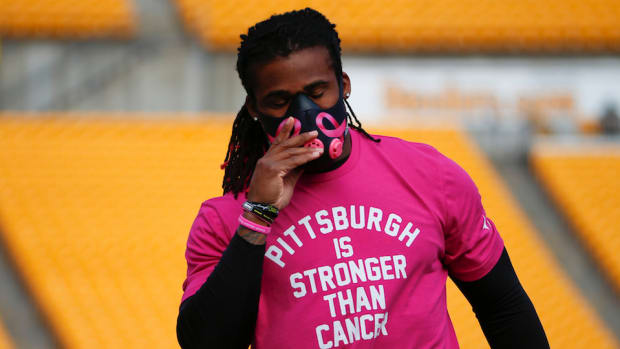 deangelo-williams-pittsburgh-steelers-pink-gear.jpg