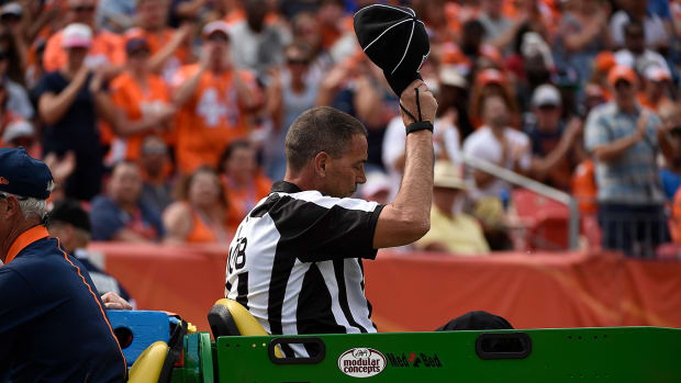 Report: Broncos-Ravens official sustained broken ribs, collapsed lung - IMAGE