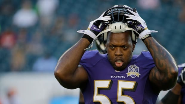 baltimore-ravens-terrell-suggs-carted-off.jpg