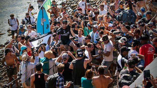 mick-fanning-wsl-hurley-pro-trestles-carissa-moore-surfing-title-race-960.jpg