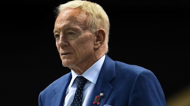 greg-hardy-contract-extension-jerry-jones-dallas-cowboys.jpg