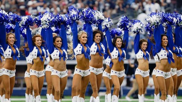 Dallas-Cowboys-cheerleaders-CEY150927263_Falcons_AT_Cowboys.jpg