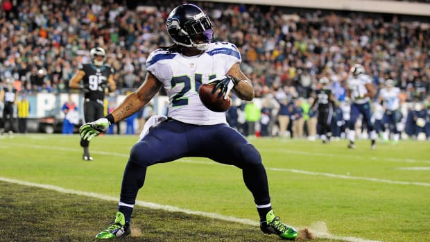 Marshawn-Lynch-signs-new-deal-with-Seattle-Seahawks