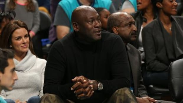 Michael Jordan pays tribute to Kobe Bryant with pregame video - IMAGE
