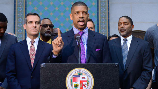 ESPN delays Sacramento Kings '30 for 30' in wake of allegations against Kevin Johnson--IMAGE