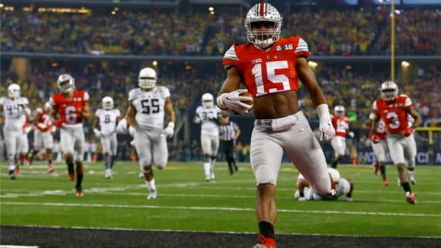 Ohio State fans, Ezekiel Elliott petition to change NCAA 'crop tops' ban