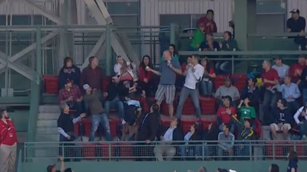 red-sox-foul-ball-beer-catch.jpg
