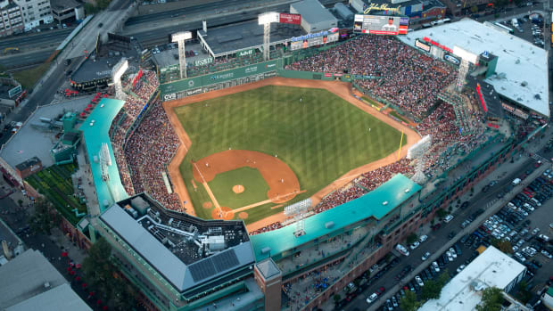boston-ballpark-smokeless-tobacco-ban.jpg