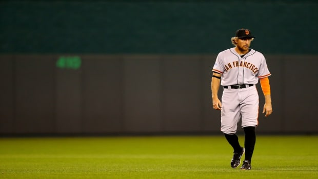 Giants' Hunter Pence breaks arm in spring training game IMAGE