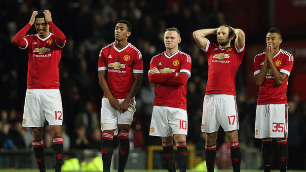 manchester-united-loses-league-cup.jpg