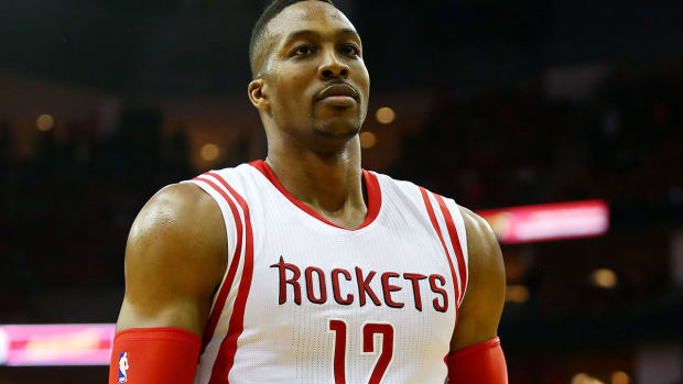 Dwight Howard played with torn MCL and meniscus--IMAGE