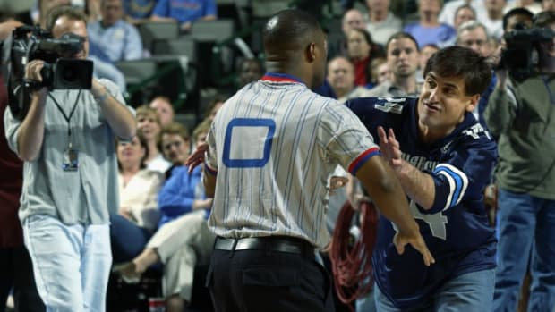 April Fools' throwback: Mark Cuban stages fight with a ref