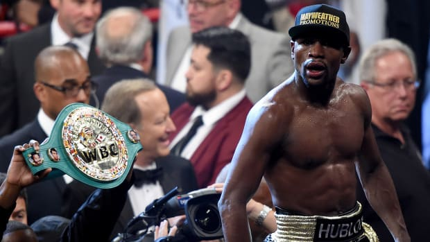 Report: Floyd Mayweather received banned IV before Pacquiao fight--IMAGE
