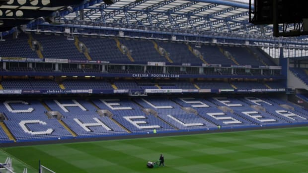 chelsea-seats-under-the-crest