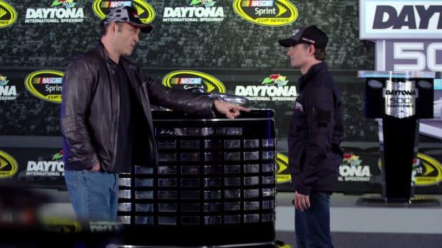 Vince Vaughn gives Jeff Gordon a Daytona 500 pep talk