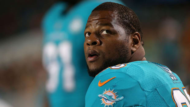 Report: Ndamukong Suh ignored coach's play calls in loss to Jaguars - IMAGE