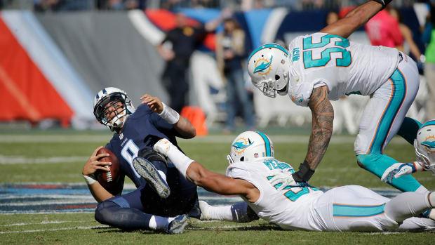 Tennessee Titans quarterback Marcus Mariota has MCL Sprain--IMAGE
