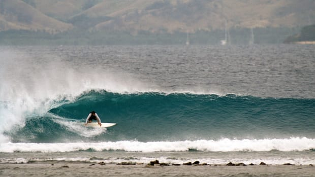 william-finnegan-barbarian-days-surfing-book-review-960.jpg