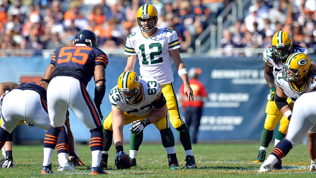 aaron-rodgers-green-bay-packers-chicago-bears_0.jpg