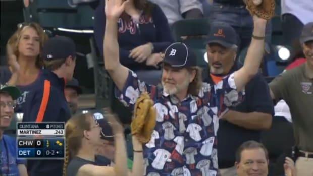 detroit-tigers-fan-two-foul-balls.jpg