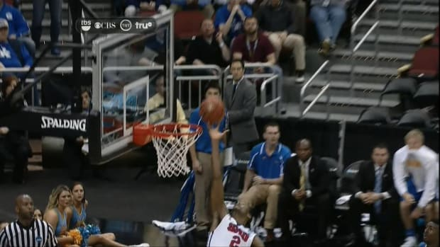 Referees call controversial goaltend in SMU-UCLA game IMAGE