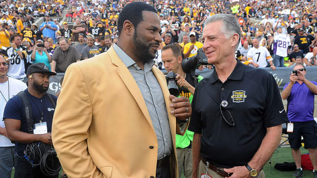jerome-bettis-steelers-hall-of-fame-ceremony.jpg