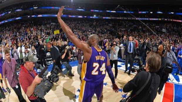 Kobe Bryant plays final game in Philadelphia - IMAGE