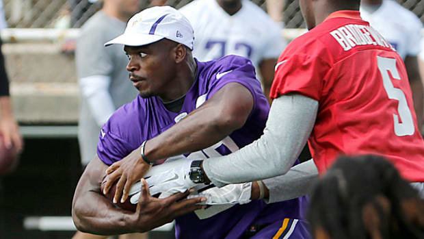 adrian-peterson-training-camp-return.jpg